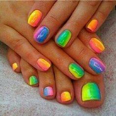 I looooooovvvveeeee these.. I want my nails like these...