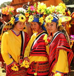 Panagbenga 2011 Part The Baguio Flower Festival Grand Parade and Streetdance Competition Philippines People, Visit Philippines, Philippines Culture, Filipino Fashion, Philippine Holidays, Carnival 2015, Filipino Culture, Rodrigo Duterte, Islands