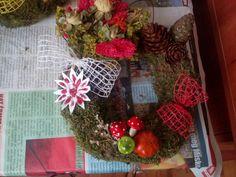 Christmas Wreaths, Holiday Decor, Home Decor, Christmas Swags, Homemade Home Decor, Holiday Burlap Wreath, Interior Design, Home Interiors, Decoration Home