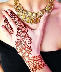 What is a Henna Tattoo? Henna tattoos are becoming very popular, but what precisely are they? Unique Mehndi Designs, Mehndi Design Images, Henna Designs Easy, Beautiful Mehndi Design, Latest Mehndi Designs, Bridal Mehndi Designs, Mehandi Designs, Mehndi Tattoo, Henna Ink