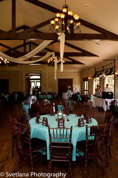 once again, love the tiffany blue and brown color scheme...love the brown bows on the chairs!