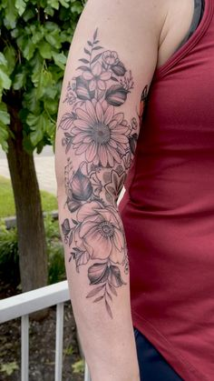 Flower Leg Tattoos, Vine Tattoos, Flower Tattoo Shoulder, Gray Ink Tattoos, Mom Tattoos, Flower Tattoo Sleeves, Body Art Tattoos, Mandala Tattoo Sleeve, Sunflower Tattoo Sleeve