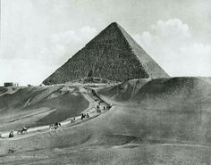 Great Pyramid of Giza in 1860. 🌹