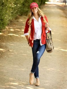 Cute soccer mom outfit!
