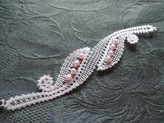 bracelet en dentelle et perles …