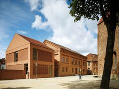 Baukulturpreis: Kita Kinderland in Wittstock Brick Architecture, Amazing Architecture, Villa, Contemporary Building, Brick Facade, Modern Buildings, Construction, Mansions, House Styles
