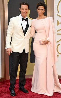 Best Actor Oscar winner Matthew McConaughey's wife, Camila Alves made us blush with her Gabriela Cadena draping gown.