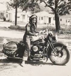 Motorcycle Posters, Motorcycle Art, Motorcycle Types, Vintage Indian Motorcycles, Antique Motorcycles, Classic Harley Davidson, Vintage Harley Davidson, Lady Biker, Biker Girl