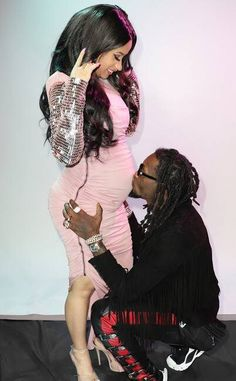 Cardi B is spilling all the tea on being a new mom. The rapper who is Offset's wife and a mother to Kulture, is revealing what she has been going through since giving birth. You Won't Believe Cardi B and Offset's Wildest PDA Moments On and Off Stage. Celebrity Couples, Celebrity Gossip, Migos Rapper, Cardi B Photos, Old Hollywood Glam, Pregnancy Looks, Hip Hop And R&b, Best Rapper, Famous Couples