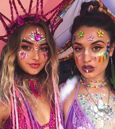 Outfit diy Mi sparkle princessa Yana Ilieva 💗💝🌸🌈🥑 my glitter done by my ange. Mi sparkle princessa Yana Ilieva 💗💝🌸🌈🥑 my glitter done by my angel at Thegypsyshrine ✨✨✨✨✨✨✨✨✨✨✨✨✨✨ Coachella Festival, Rave Festival, Festival Wear, Festival Fashion, Festival Looks, Looks Party, Glitter Fashion, Glitter Outfit, Rave Makeup