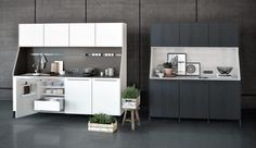 SieMatic URBAN / SieMatic 29: A solitaire among kitchen furniture – With SieMatic 29, we have re-interpreted a piece of traditional furniture: the kitchen buffet. This new, timelessly elegant piece of furniture forms a characteristic element of the SieMatic style collection URBAN and simultaneously pays homage to our own history. Depending on the selection of colors and materials, the design of the niche can blend in harmoniously or form a striking contrast.