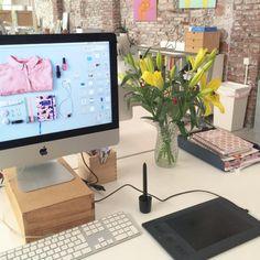 Este concepto de mostrar que es hecho por nosotros, en espacio donde se diseña... Los colores azules y rosado!!