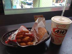 沖縄でしか食べられないA&W♪沖縄来たら絶対食べるほど大好き❤️オレンジとスーパーフライは絶対ですo(>ω<*)o