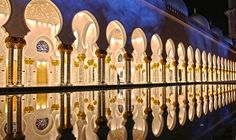 Wow! Sheik Zayed Mosque in UAE (Nat'l Geographic travel photo contest winner, and I can see why!)