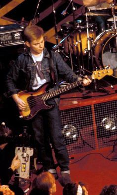 Andy Rourke: The Smiths live on The Tube (Channel 4/UK) on March 16, 1984.