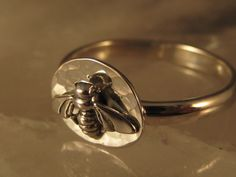 Bee ring I want this!