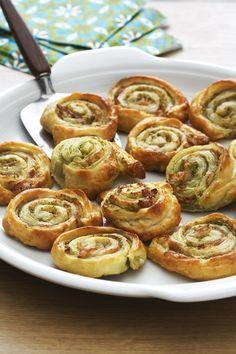 Härliga snurror att servera på buffé, som tilltugg eller på utflykten. Pesto, Fika, Frozen Yogurt, Starters, Bacon, Tapas, Bakery, Food And Drink, Healthy Recipes
