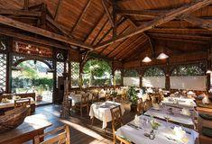 Booking.com: Hotel Romantik Krone , Reutte, Österreich - 716 Gästebewertungen . Buchen Sie jetzt Ihr Hotel! Outdoor Tables, Outdoor Decor, Restaurant, Outdoor Furniture, Home Decor, Double Room, Lounge Seating, Stairway