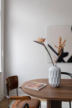 Vintage Paradies in Wieden - Wiener Wohnsinnige Homestory Vase, Inspiration, Flowers, Vintage, Home Decor, Portuguese Tiles, Paradise, Beautiful Flowers, Dinner Table