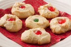 This quick and easy shortbread will literally melt when you take a bite. Great for Christmas parties with a little bit of decorating. Ingredients 1 cup butter, softened cup confectioners' sugar cup cornstarch 1 cups all-purpose flour Directions Preheat Melt In Your Mouth Shortbread Recipe, Shortbread Recipes, Shortbread Cookies, Cookie Recipes, Yummy Cookies, Yummy Recipes, Cookbook Recipes, Sweets Recipes, Pastries