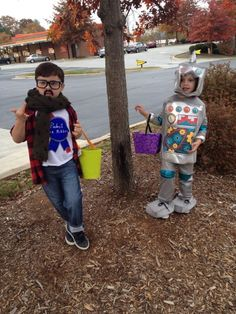 "Asheville Hipster costume. ""I'm pretty sure everyone on Vermont got a pic of our kid but, this one is for the rest of /asheville""  - Imgur"