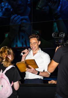 Tom Hiddleston reading a passage from an over 200 year old copy of Coriolanus at SDCC 2013 (x)