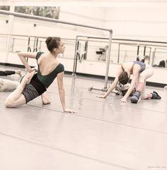 New York City Ballet, warm up, ballerinas / Garance Doré