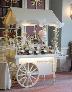 New ideas vintage wedding candy bar beautiful Dessert Buffet, Candy Buffet, Dessert Bars, Dessert Tables, Candy Bar Vintage, Candy Cart Hire, Sweet Carts, Flower Cart, Catering