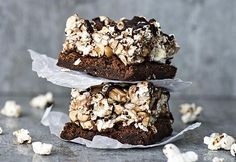 POPCORN-BROWNIET | Koti ja keittiö Popcorn, Eat Cake, Berries, Gluten, Chocolate, Baking, Koti, Sweet, Desserts