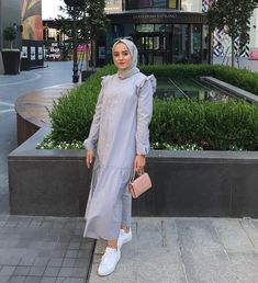 The most fashionable hijab street style looks that you can easily copy<br> Hijab Fashion Summer, Street Hijab Fashion, Abaya Fashion, Muslim Fashion, Modest Fashion, Fashion Outfits, Fashion Muslimah, Hijab Casual, Hijab Chic