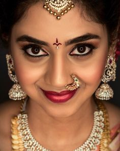 Jewelry OFF! Jewelry Design Earrings, Gold Earrings Designs, Nose Jewelry, Gold Jewellery Design, Diamond Jewellery, Wedding Saree Blouse Designs, Saree Wedding, Wedding Veils, Wedding Bride