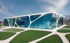 「ザハハディド」Leonardo Glass Cube(first permanent building implemented by Art Et Architecture, Architecture Building Design, Organic Architecture, Facade Design, Futuristic Architecture, Amazing Architecture, Contemporary Architecture, Architecture Colleges, Building Facade