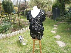 une jolie tunique tout au crochet en coton noir réalisée avec des carré : T-Shirt, debardeurs par sylvie-creatifcrochet