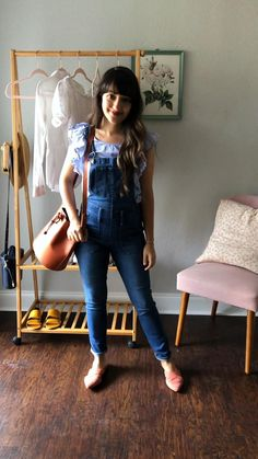 5 ways to wear overalls this Spring. Black Overalls Outfit, Overalls Women, Outfits With Overalls, Jean Overalls, Look Retro, Look Vintage, Jean Overall Outfits, Celebrity Casual Outfits, Gamine Style