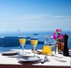 Champagne breakfast, poolside waiter service, free in-room wi-fi. Free upgrades at select RIU Resorts - call and book by August Wine Cellar Cooling Unit, Champagne Breakfast, Last Minute Vacation, Vacation Packages, Fine Wine, Easy Install, Ocean Beach, Alcoholic Drinks, The Unit