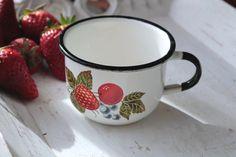 Vintage enamel cup made in USSR, 1960s de SavokSovietVintage en Etsy