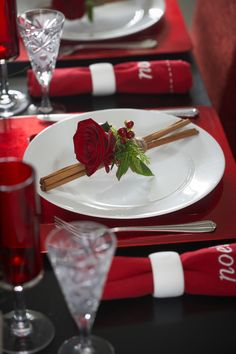 Rose place settings add the perfect finishing touch to a Christmas table.