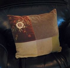 I'd been dreaming of a burlap pillow with the silhouette of a deer head for quite awhile now, but wasn't exactly sure of how to go about it…I figured that…