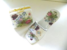 PURSE SHAPED TRINKET BOX AND SHOE SET BY CLASSIC TREASURES PORCELAIN SET IN BOX