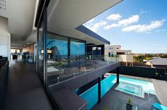 A MODERN HOME WITH A SPECTACULAR  POOL