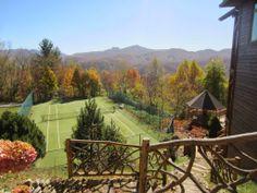 網球場的路上。to the tennis court: 山林中的網球場 - Mountain Therapy