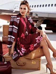 Not usually a huge fan of burgundy, but I love this dress! Eva Mendes Collection - Maribel Dress New York & Company. Shorts Negros, Eva Mendes Collection, Divas, Eva Longoria, Celebrity Outfits, Cute Dresses, Work Dresses, New Dress, Dress Red