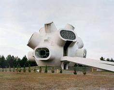 Sponmenik - Yugoslav futuristic monuments by Jan Kempenaers