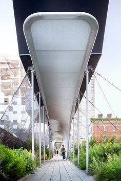 Zaha Hadid has created a canopy for New York's High Line, in an area of the elevated park that abuts the construction site for a building by the architect Installation Architecture, Installation Art, Architecture Details, Landscape Architecture, Interior Architecture, Interior Design, Zaha Hadid Design, New York High Line, Zaha Hadid Architects