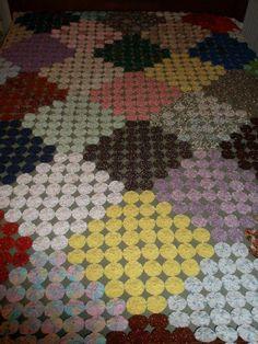 """Vintage American """"Yo-Yo"""" Pattern Quilt - 54"""" X 90"""" in Size"""