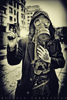 Image discovered by The weird Find images and videos about grunge, mask and gun on We Heart It - the app to get lost in what you love. Gas Mask Art, Masks Art, Gas Masks, Mad Max, Tattoo Manche, Post Apocalyptic Fashion, Zombie Apocalypse, Apocalypse Fashion, Skull Art