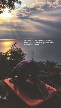 Wise Quotes of Life That Will Change Your Life Quickly Quotes Rindu, Tumblr Quotes, Quran Quotes, People Quotes, Story Quotes, Mood Quotes, Moslem, Cinta Quotes, Islamic Quotes Wallpaper