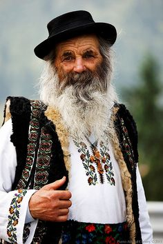 Face of Romania - Popular poet Nicolae Dirtu We Are The World, People Around The World, Around The Worlds, Folk Costume, Costumes, Art Populaire, Portraits, Interesting Faces, World Cultures
