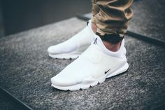 """On Feet Look at At Nike's """"Independece Day"""" Sock Dart by SoleboxHere is an on foot look of another Nike drop to celebrate the up coming Fourth of July. The Nike Sock Dart is a simple slip on. Me Too Shoes, Women's Shoes, Nike Shoes, Shoes Sneakers, Sneakers Mode, White Sneakers, Tenis Casual, Casual Shoes, Mens Fashion Shoes"""