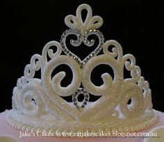 This is a month of very girly cakes for me! I did love making this Tiara :-) Disney Princess Birthday Cakes, Disney Themed Cakes, Fall Birthday Cakes, Frozen Birthday Cake, Princess Crown Cake, Princess Tiara, Buttercream Fondant, Fondant Cupcakes, Baby Cake Design